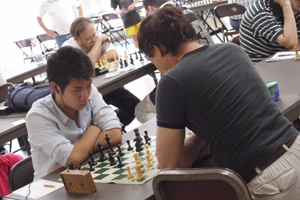 Steven Qian battles with Mike Carlson in round 3.