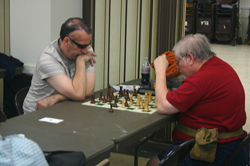 Ron Morris (left) taking on Dave Matson in the first round.