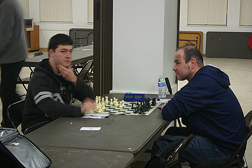 Asatour Dovlatyan (left) takes on Joey Perez in round 3 of the Winter Open.